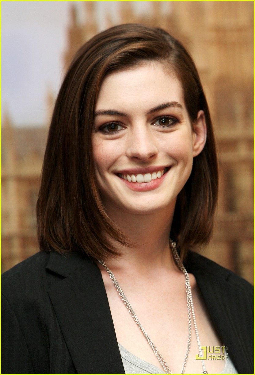anne hathaway phone booth 34