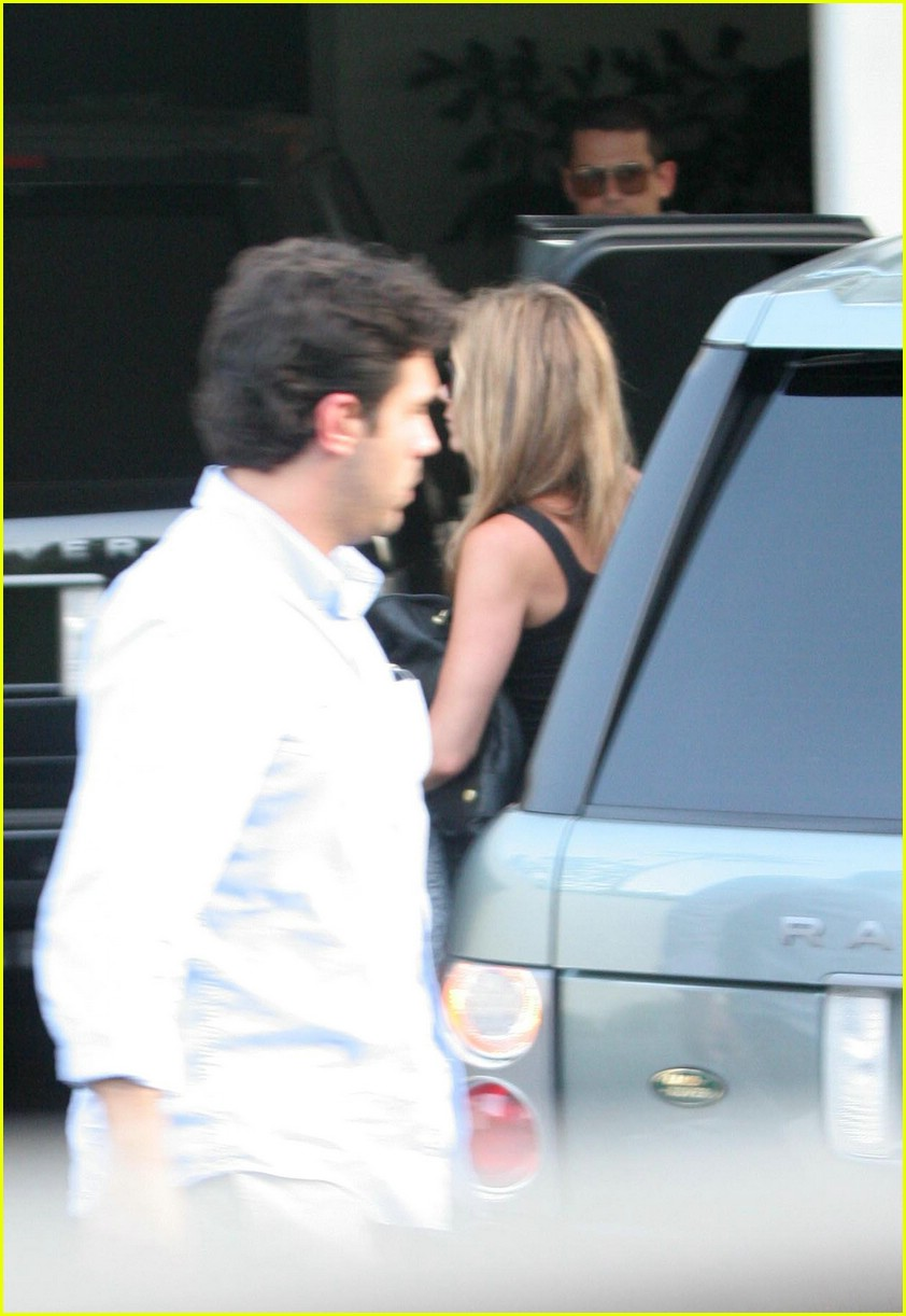jennifer aniston john mayer beverly hills 061303631