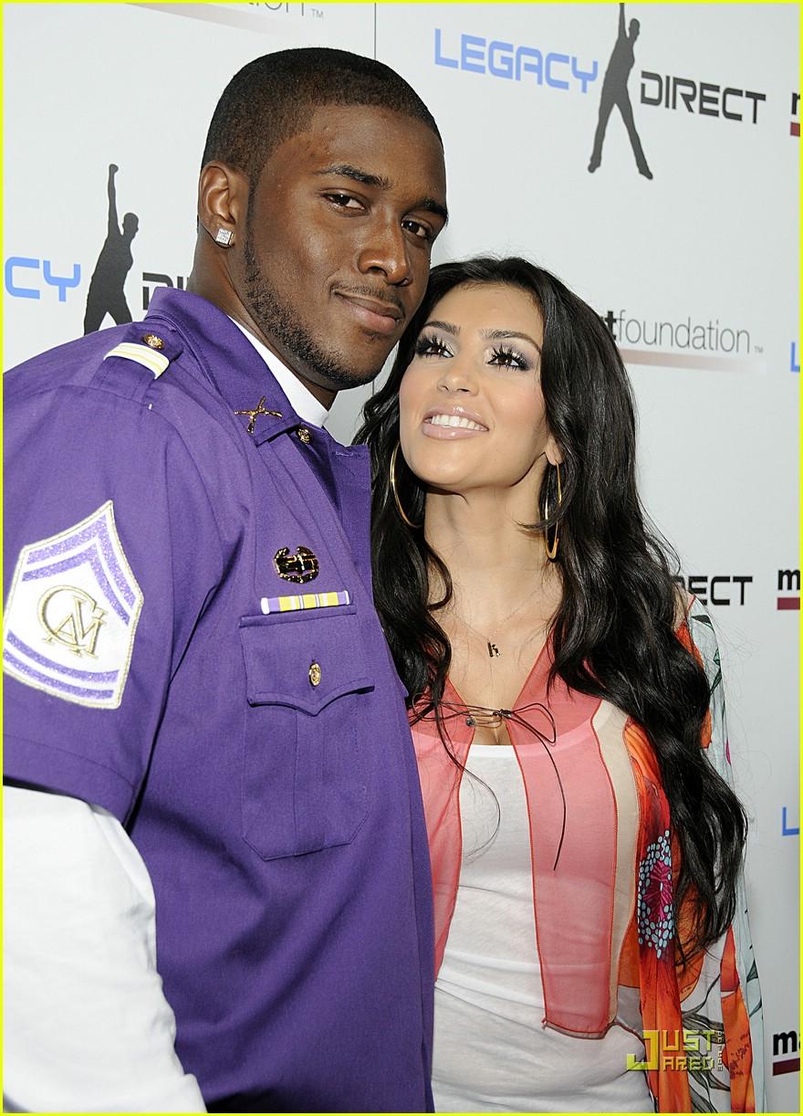 kim kardashian celebrity bowling 041282371