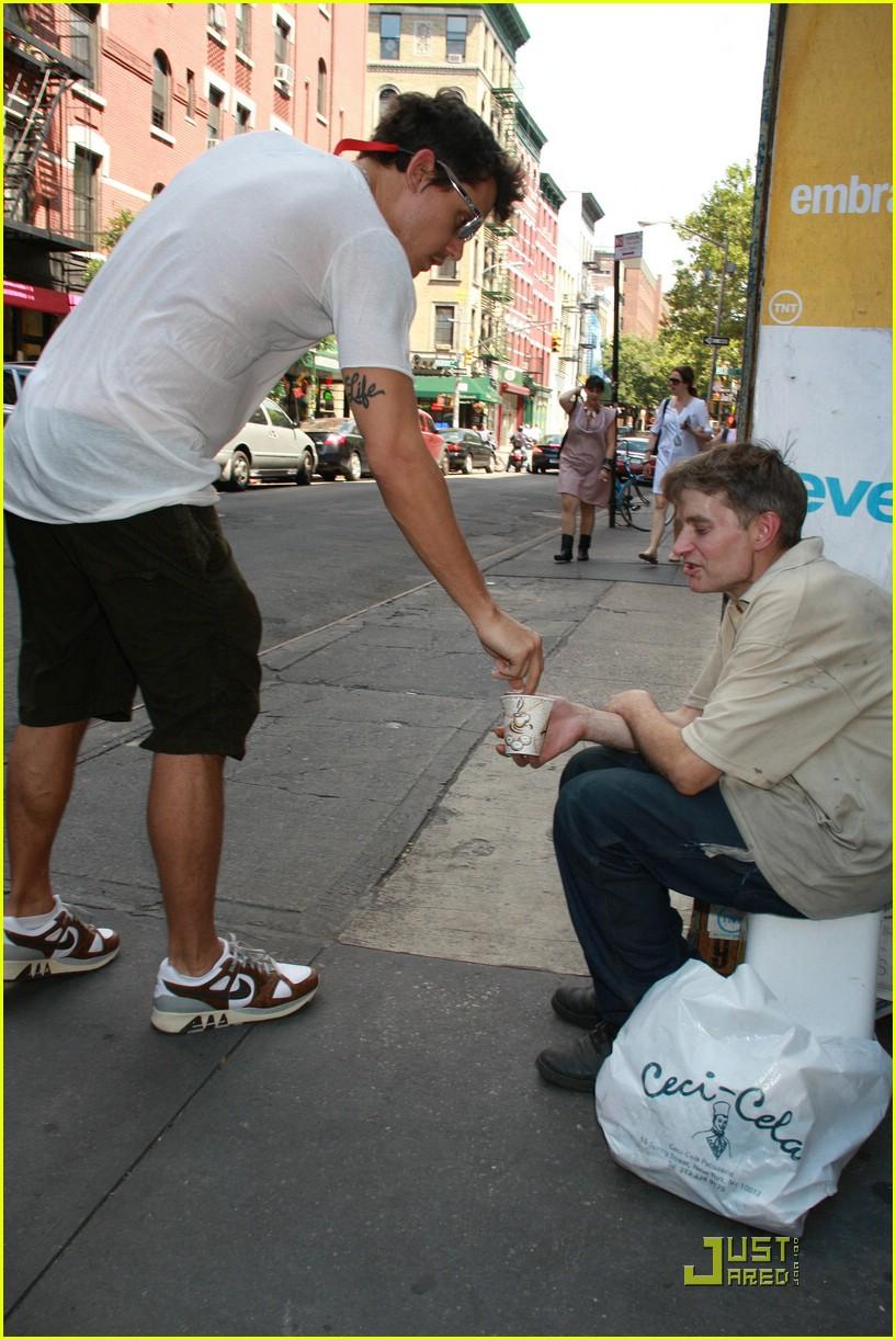 John mayer tickles tmz photo 1274491 john mayer for Tmz tour new york city