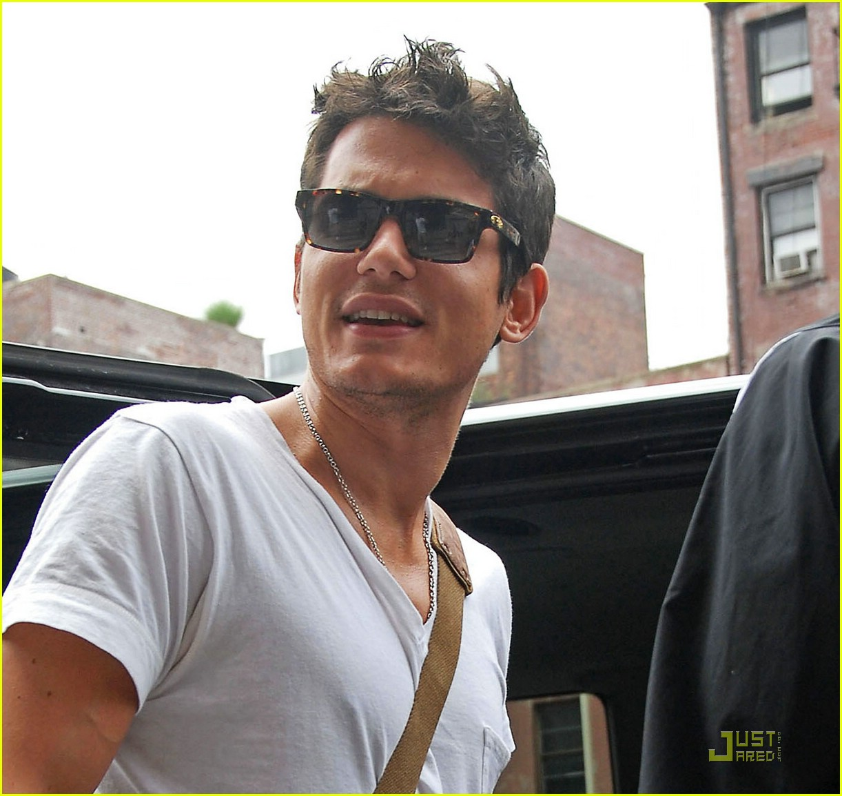john mayer drinks jen water 03