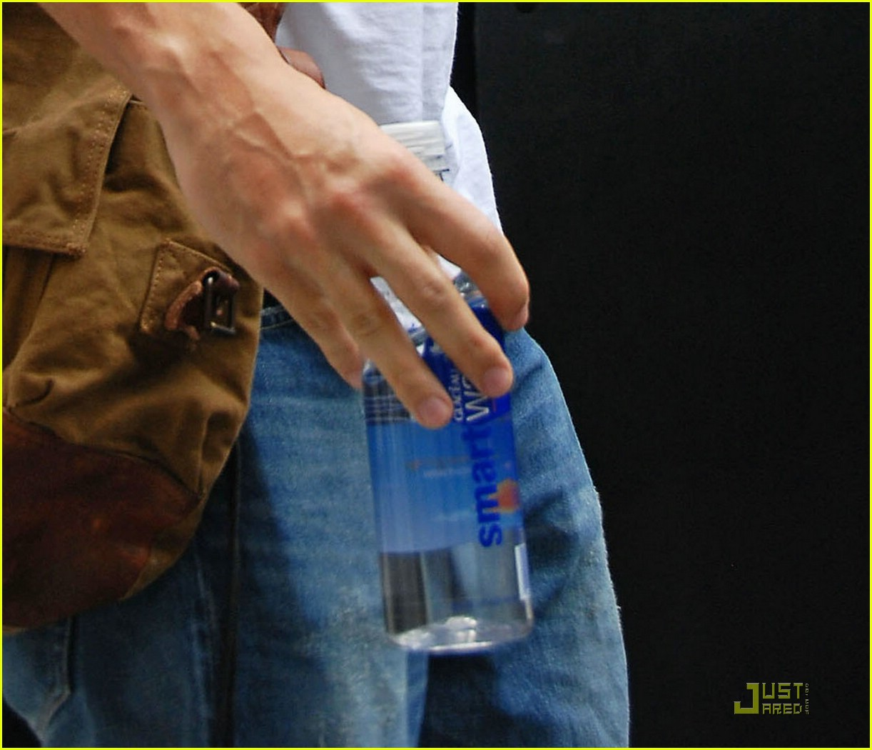 john mayer drinks jen water 041261311