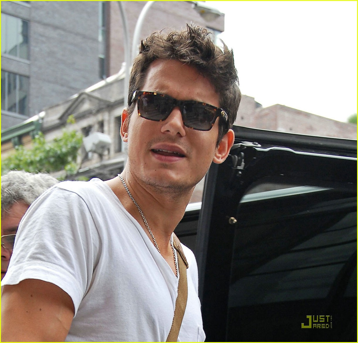 john mayer drinks jen water 101261371