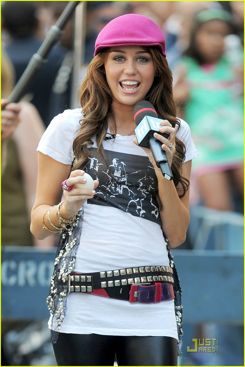 miley cyrus trl egg toss 081285061