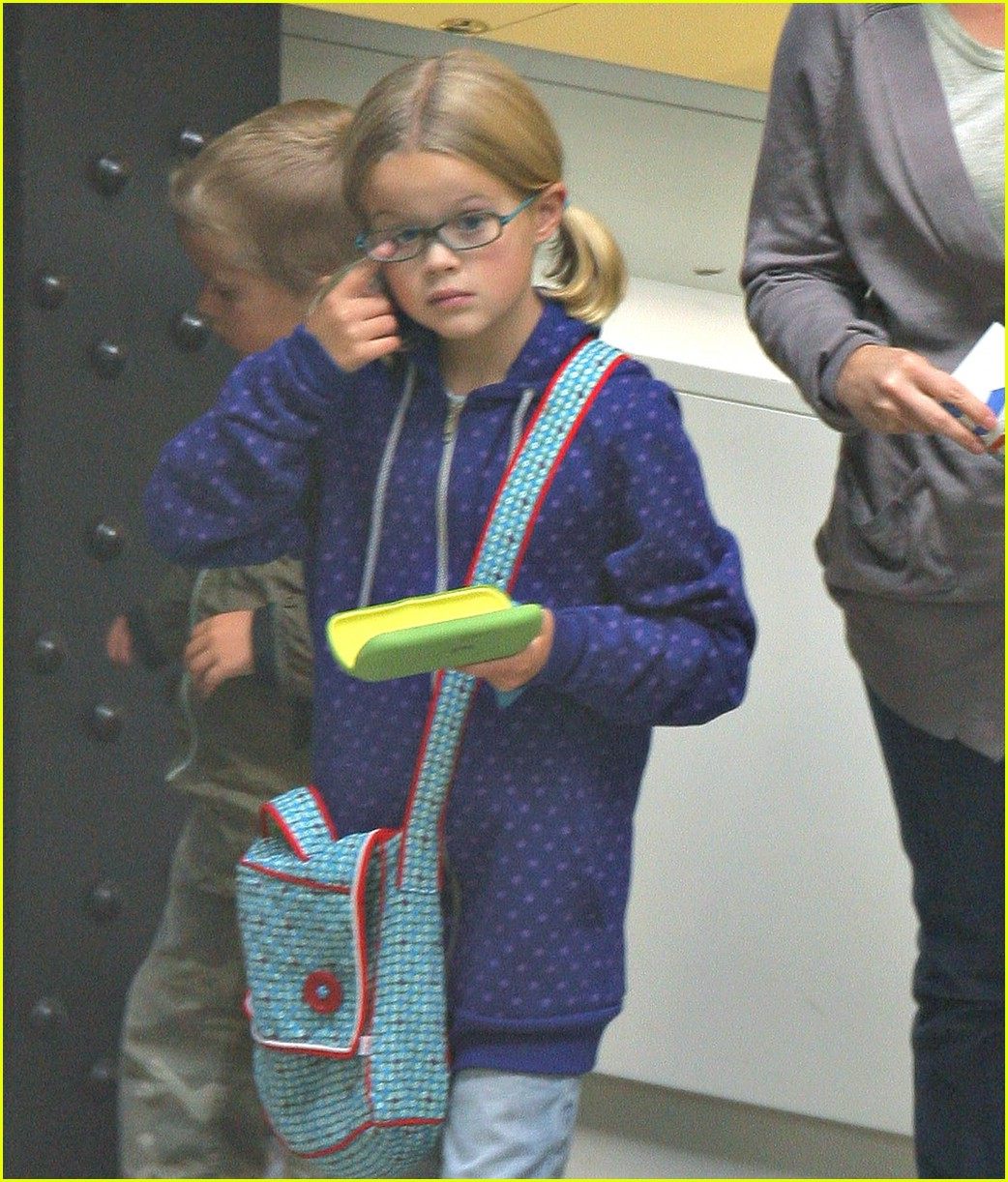 reese witherspoon museum mommy 021257131