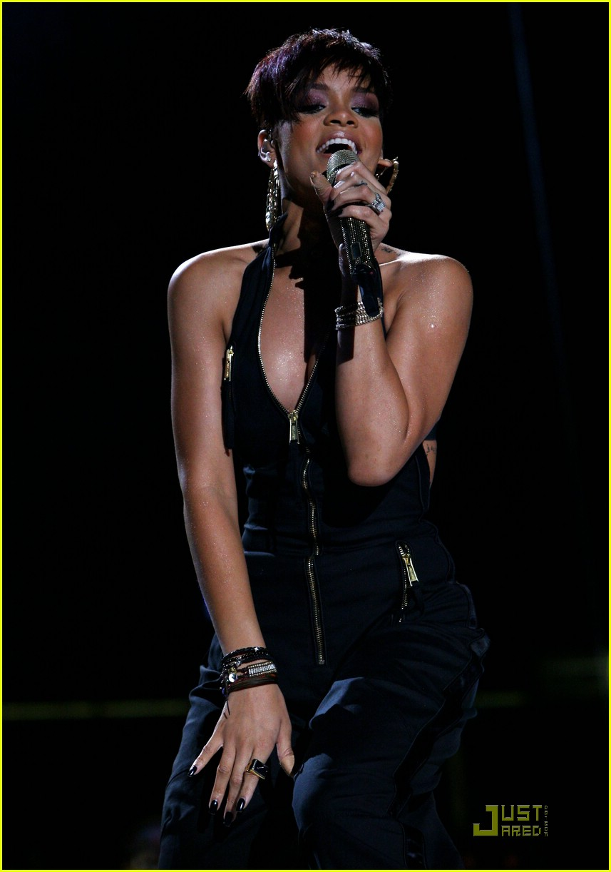 rihanna mobile band concert 21