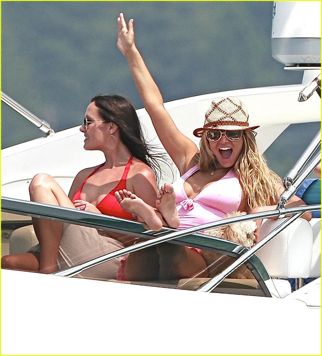 jessica simpson ashlee simpson yacht 031268671