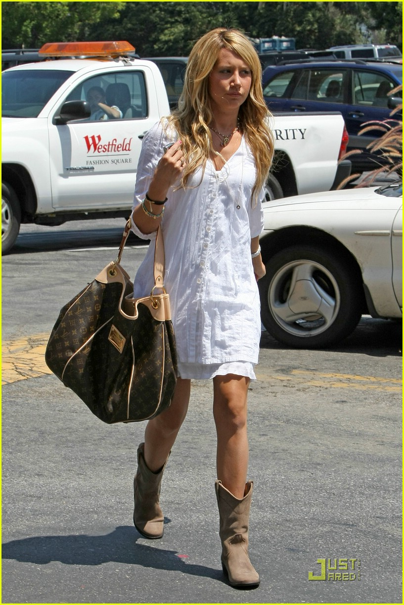 ashley tisdale blasts bloomingdales 011302401
