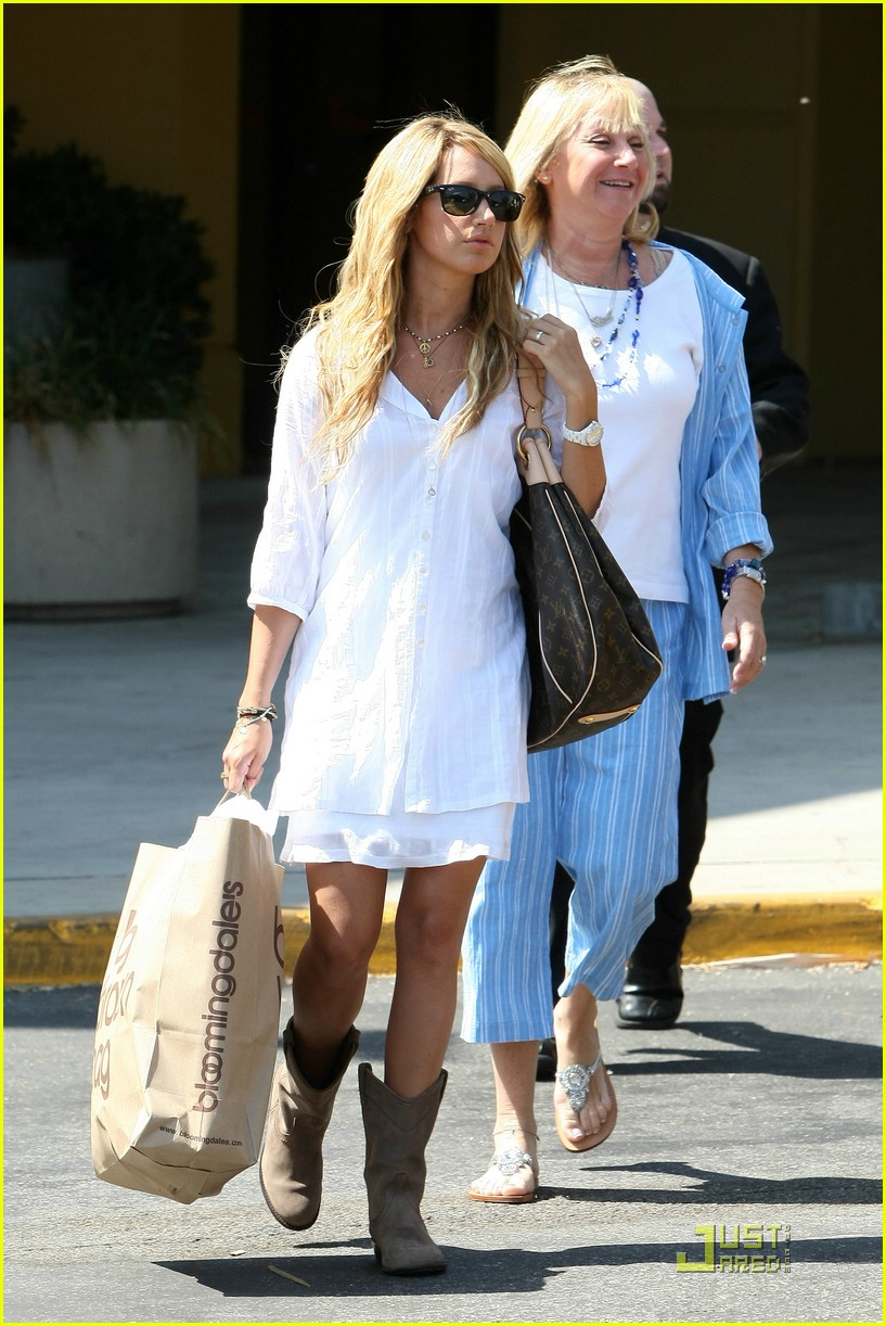 ashley tisdale blasts bloomingdales 051302441