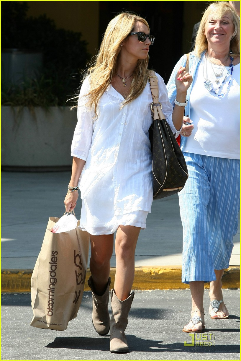 ashley tisdale blasts bloomingdales 061302451