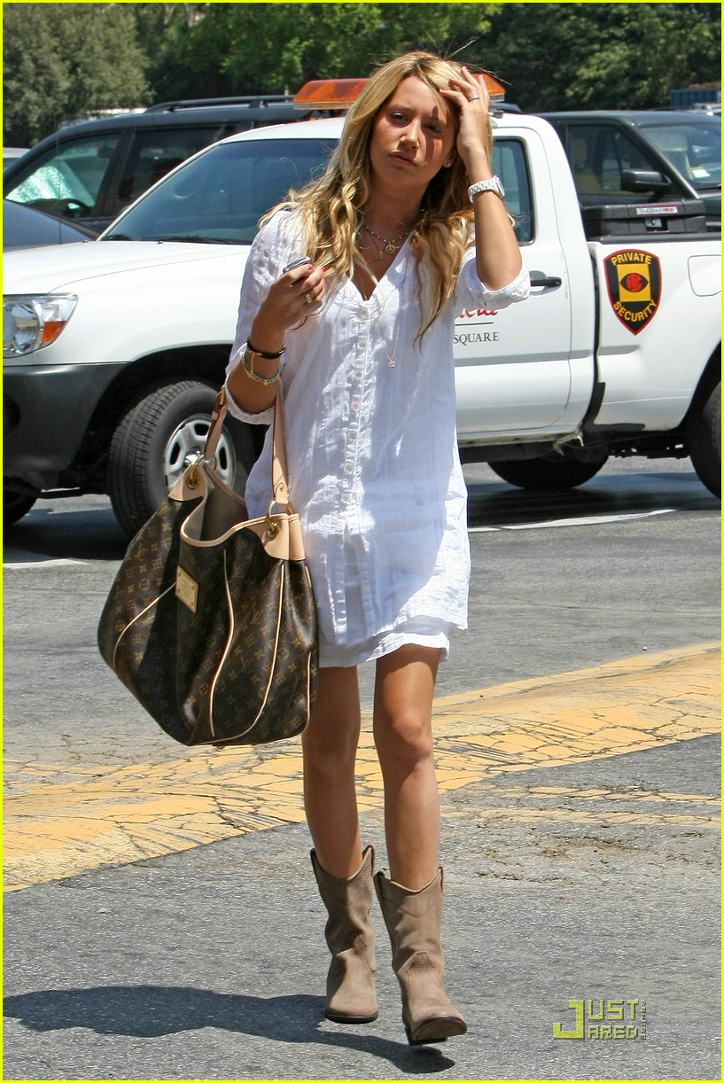 ashley tisdale blasts bloomingdales 101302491