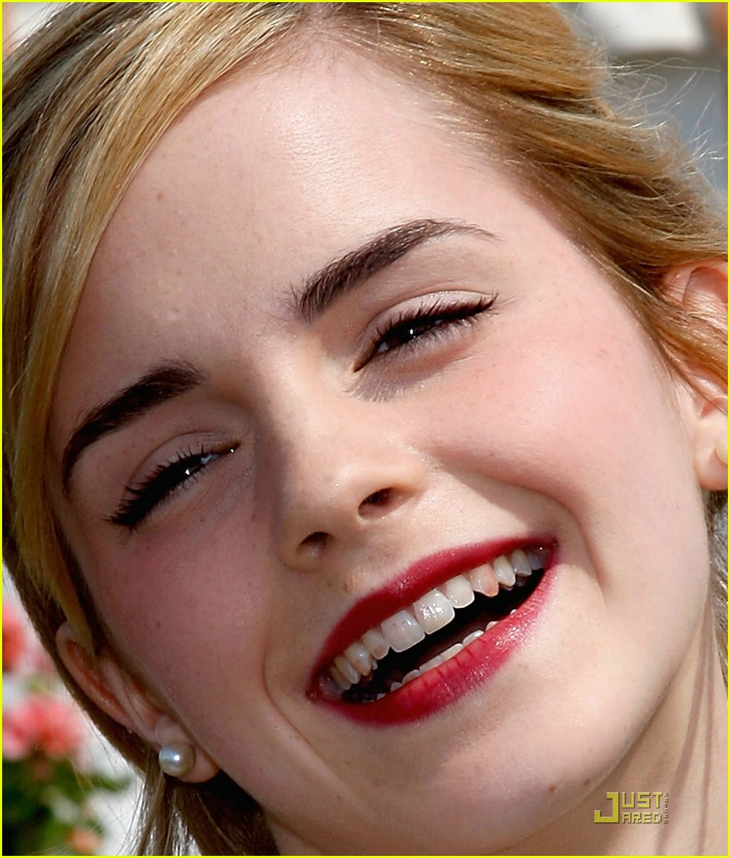 emma watson lipstick teeth 011299631