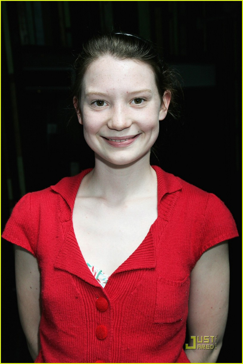mia wasikowska alice in wonderland 181294241