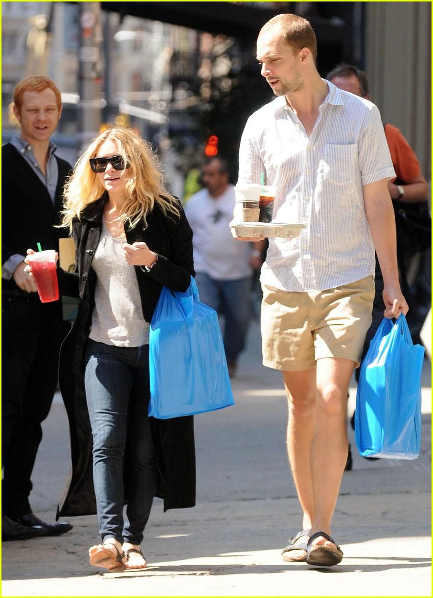 Fashion News Pop: Taylor Swift Does It AGAIN!!