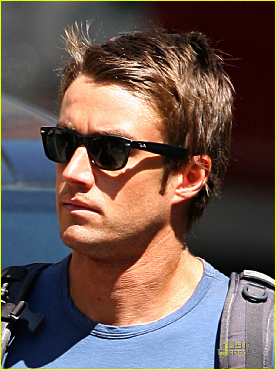 robert buckley soho 021381981