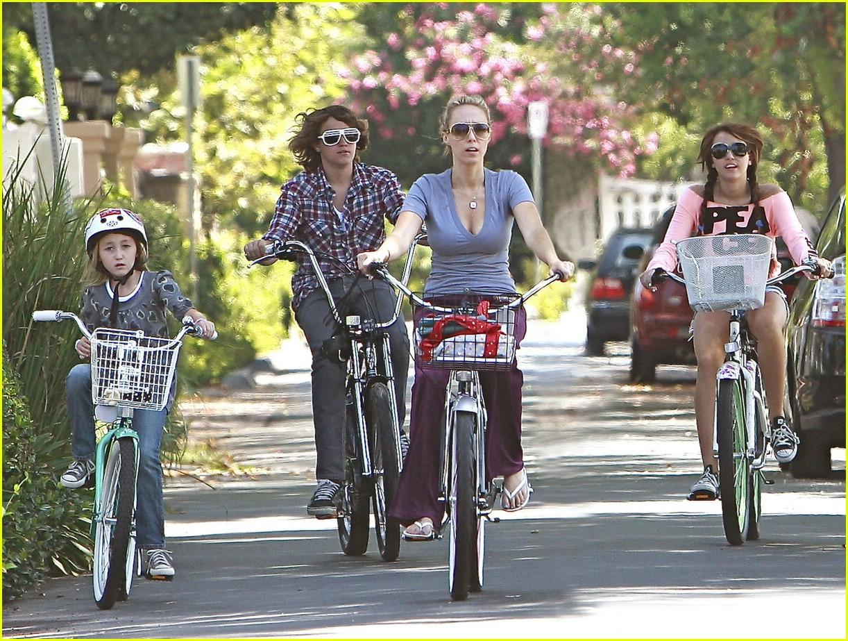 miley cyrus likes bikes 02