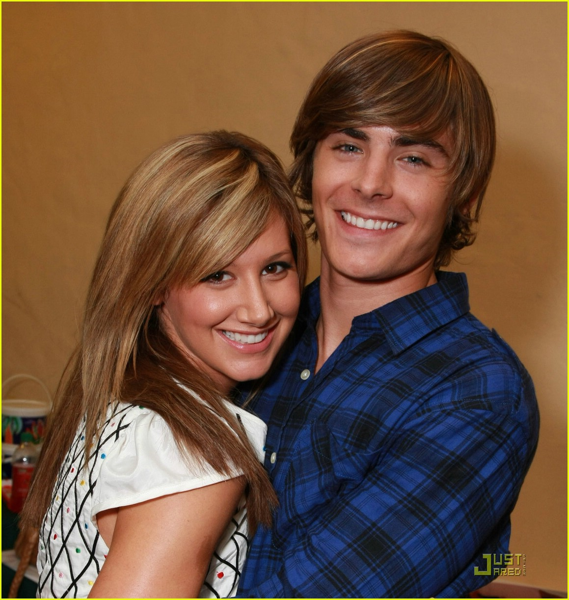 zac efron ashley tisdale keep close 03