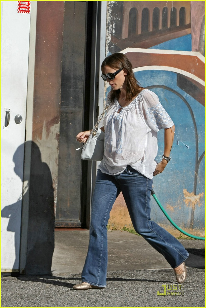 jennifer garner baby bump check up 09