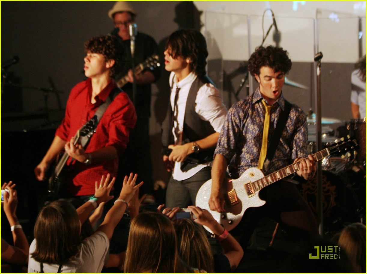 jonas brothers apple store soho trl 341338471