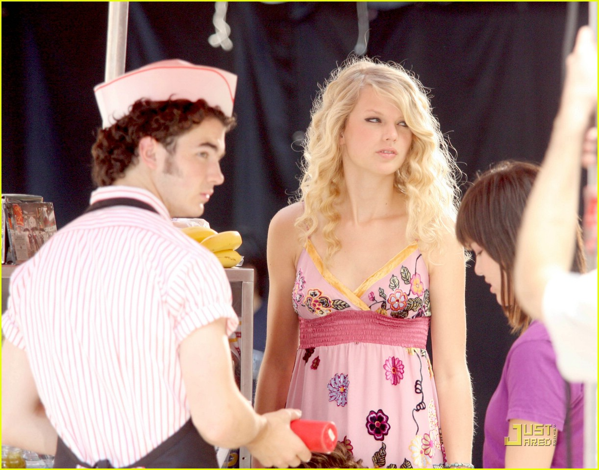 Kevin Jonas Taylor Swift Are A Cute Columbus Couple Photo 1342861 Jonas Brothers Kevin Jonas Taylor Swift Pictures Just Jared