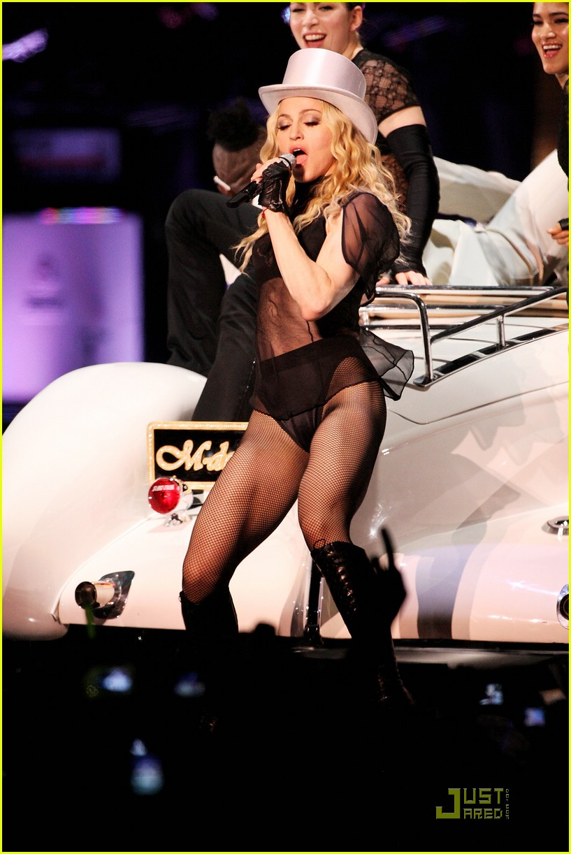 madonna sticky and sweet tour pictures 25