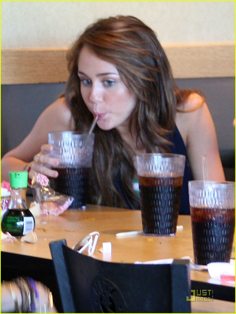 miley cyrus straw silly 031369211