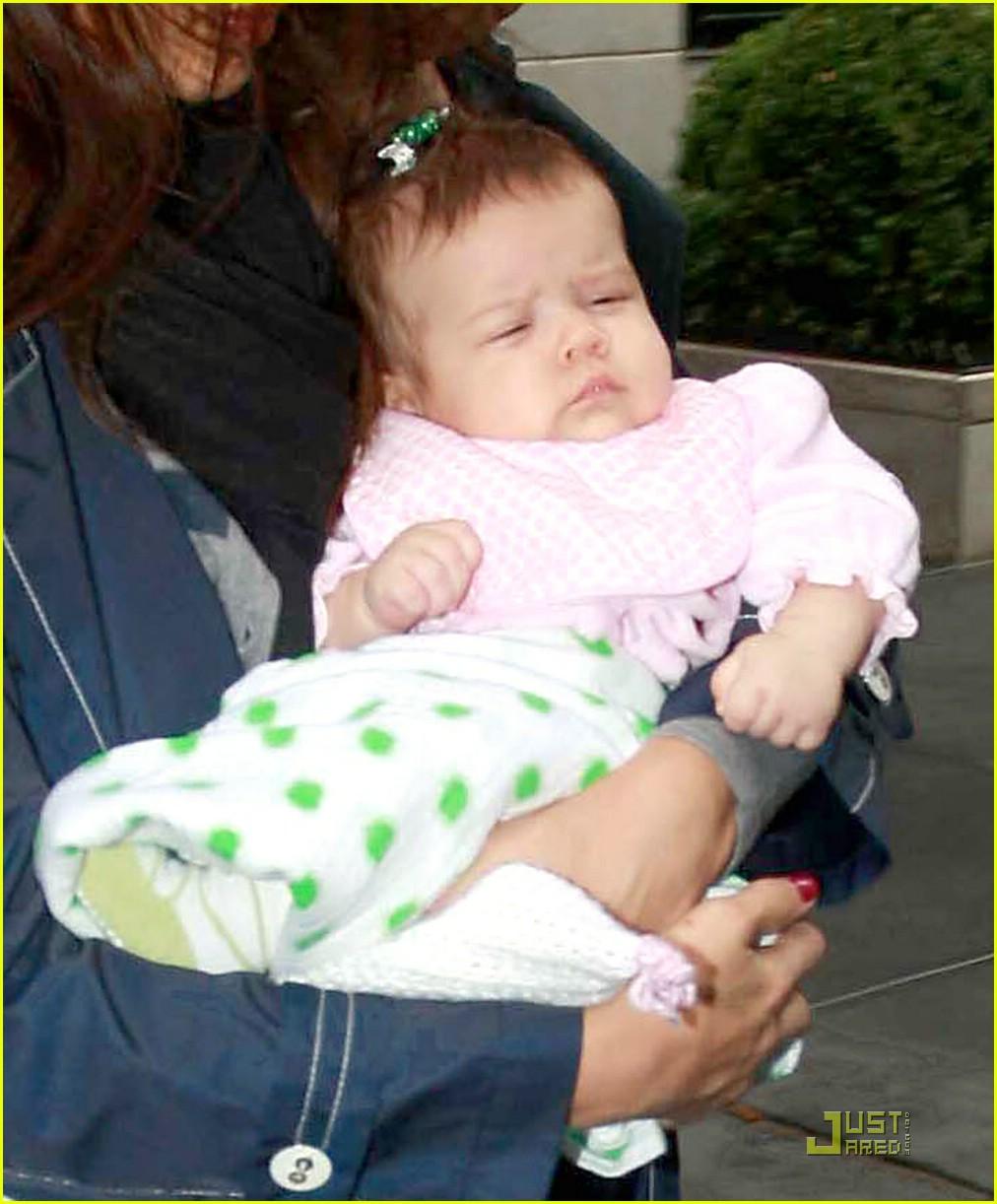 jessica alba shows off baby honor 021410111