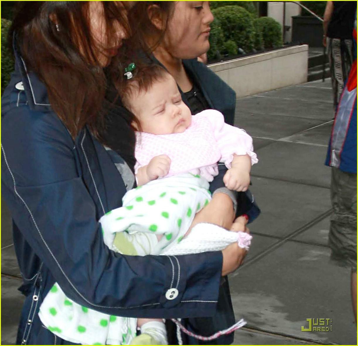 jessica alba shows off baby honor 071410161