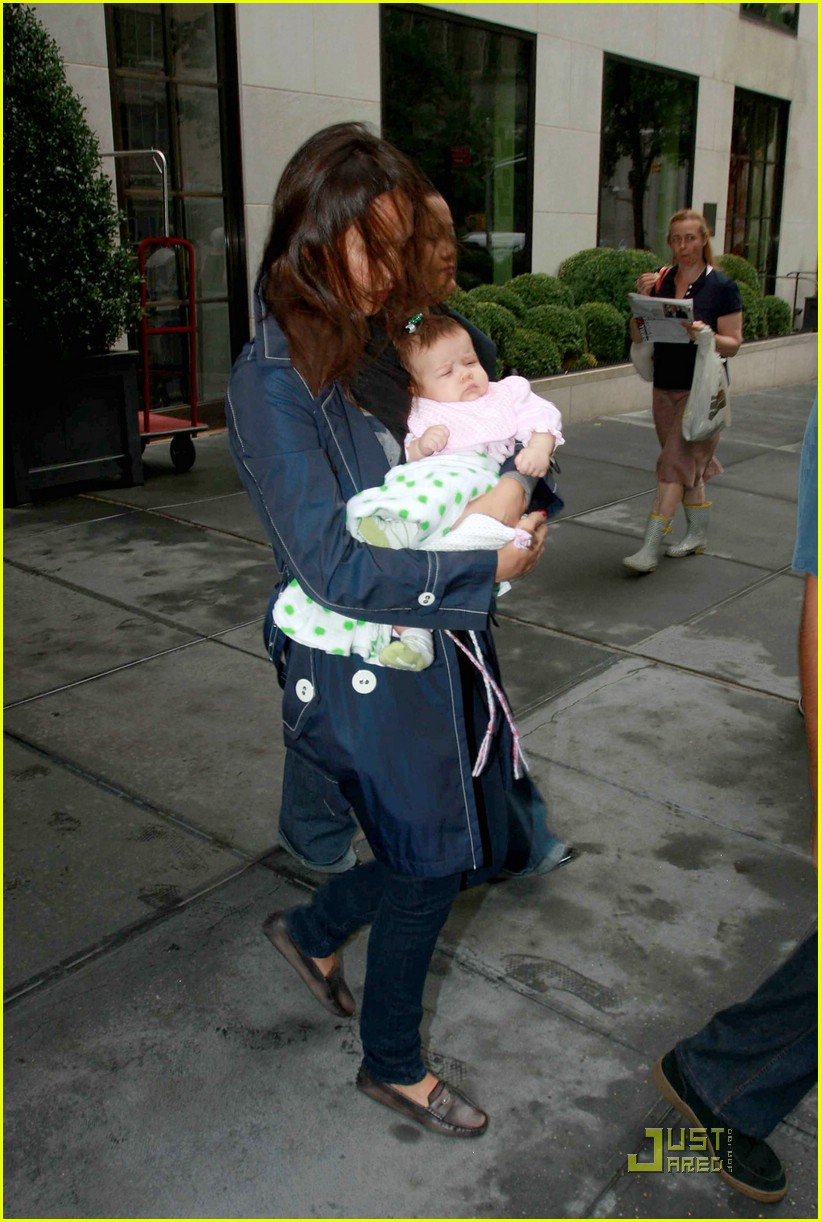 jessica alba shows off baby honor 081410171