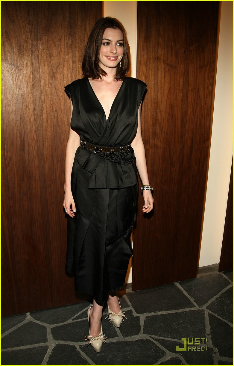 anne hathaway getting married 051444031