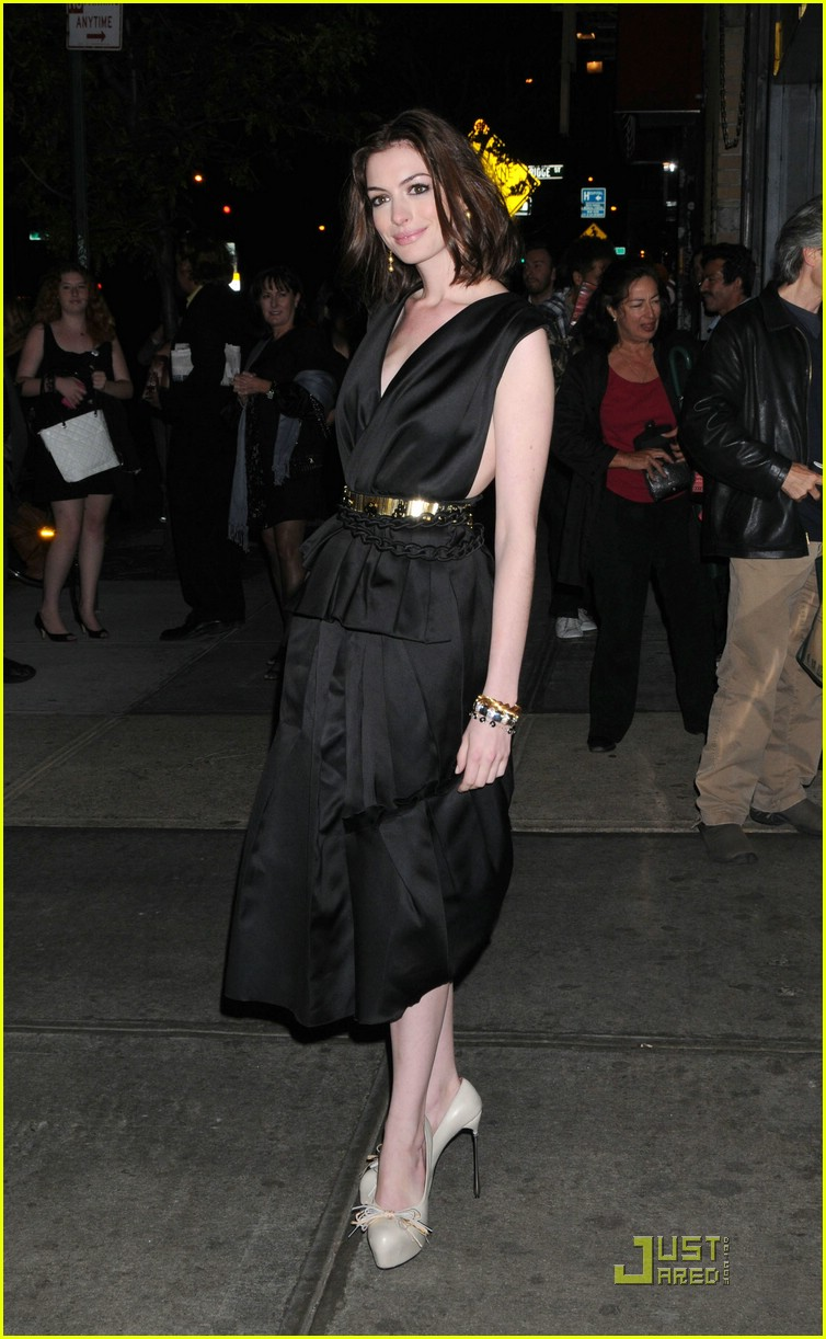 anne hathaway getting married 061444041