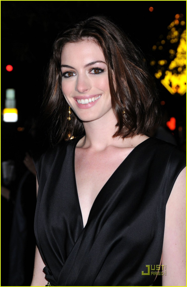 anne hathaway getting married 071444051