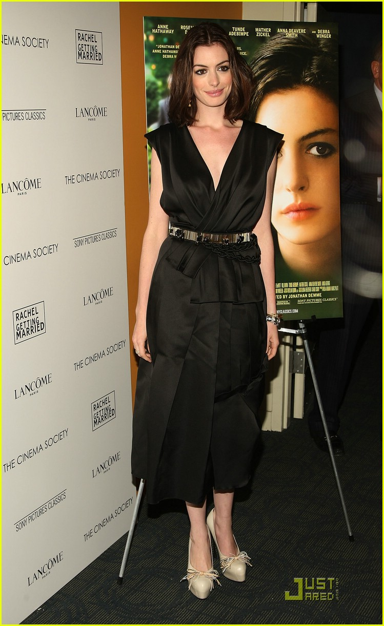 anne hathaway getting married 111444091