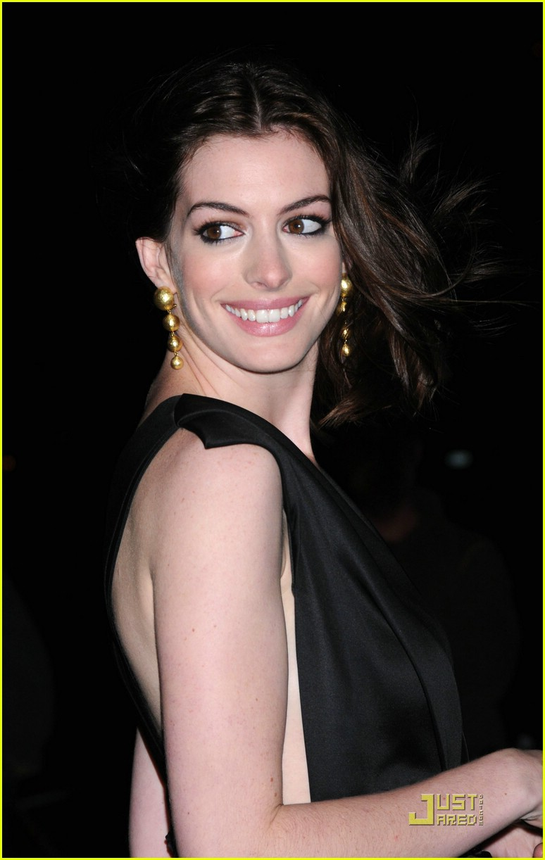 anne hathaway getting married 271444251