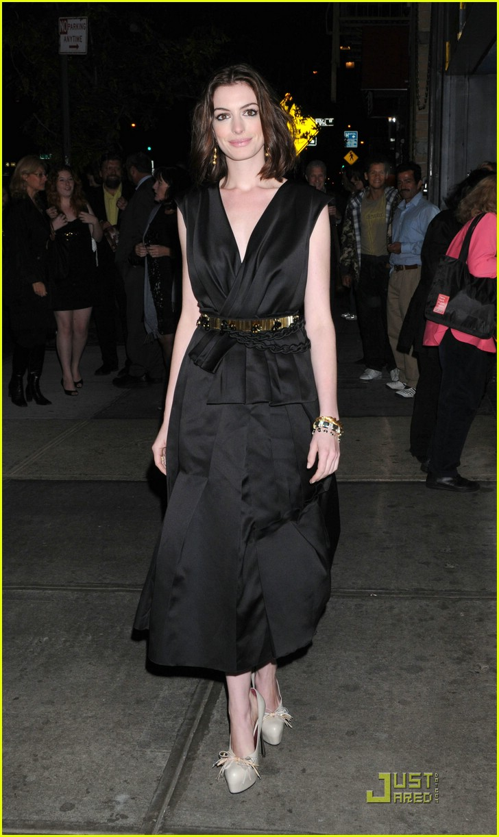 anne hathaway getting married 281444261