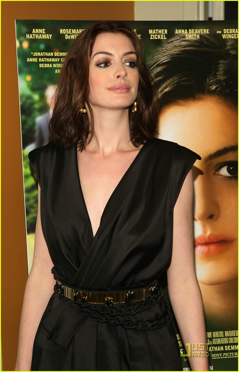 anne hathaway getting married 301444281
