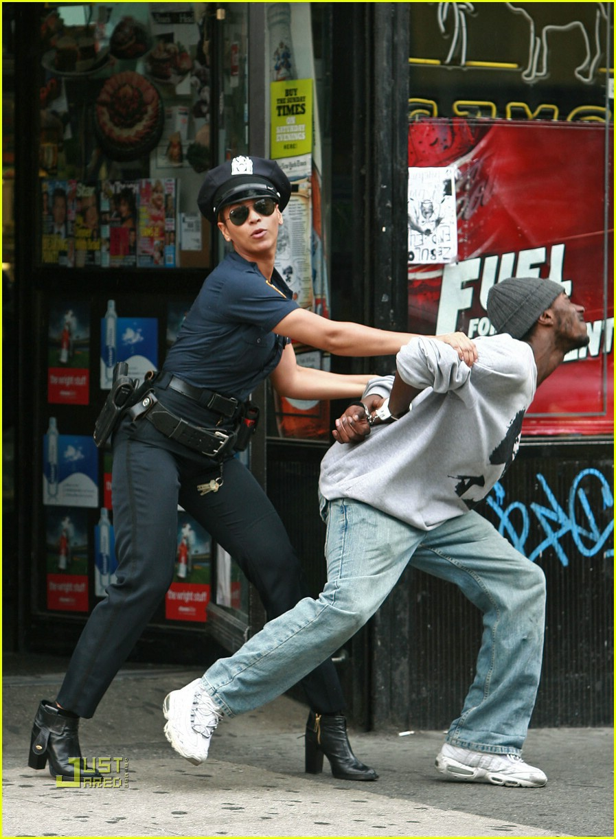 beyonce police officer 031426031