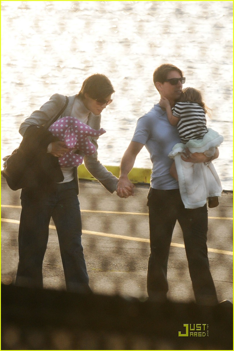 tom cruise suri cruise helicopter 041434301