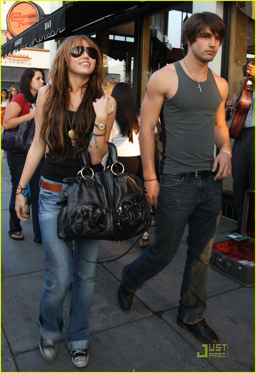 miley cyrus justin gaston 121419001