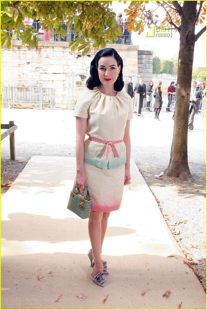 Dita Von Teese is Paris Fashion Week Fierce: Photo 1449441 ...