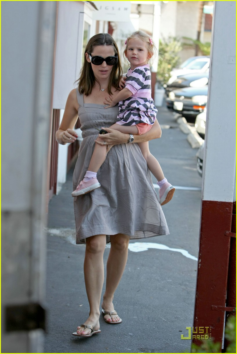 jennifer garner baby shopping 101392121
