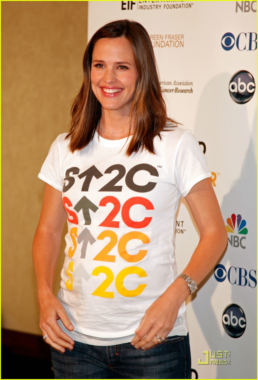 jennifer garner stands up 2 cancer 121399811