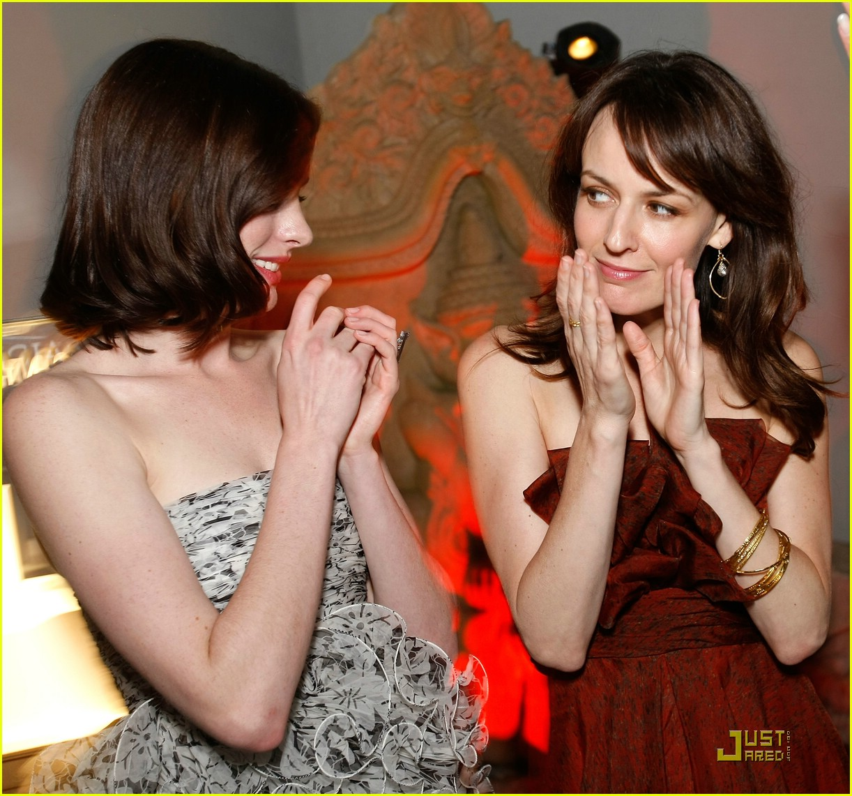 anne hathaway rachel getting married 23
