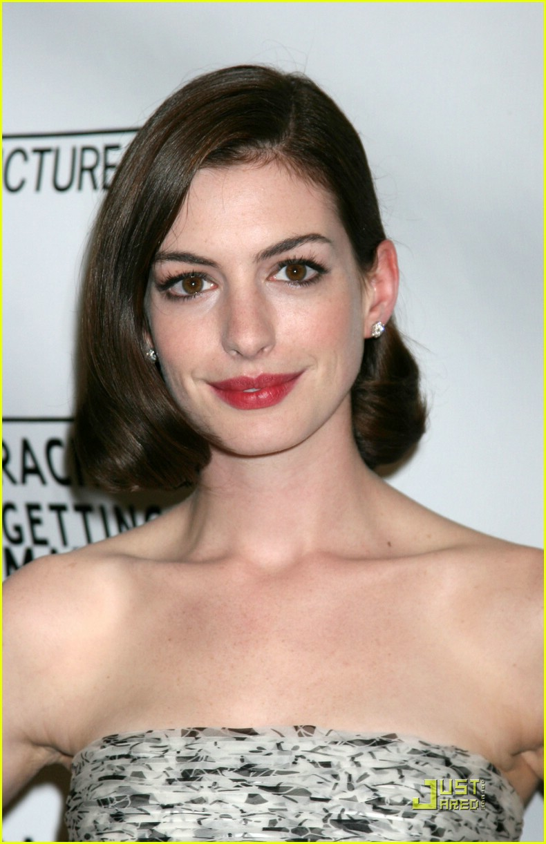 anne hathaway rachel getting married 42