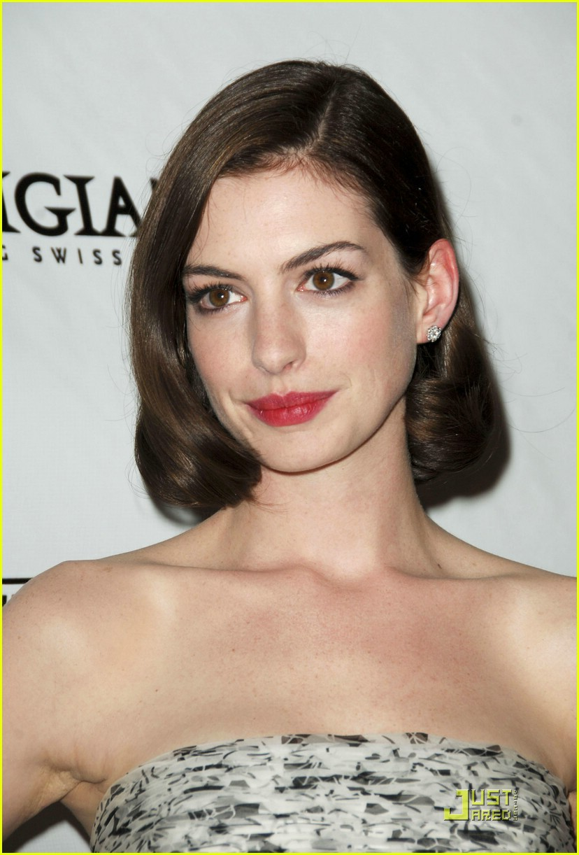 anne hathaway rachel getting married 44