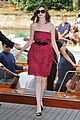 anne hathaway water taxi tasty 02