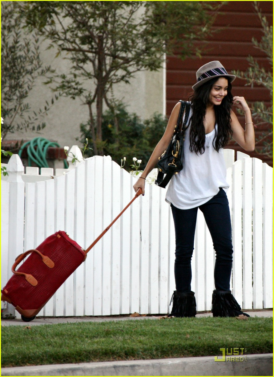 vanessa hudgens off to meet zac 091446371
