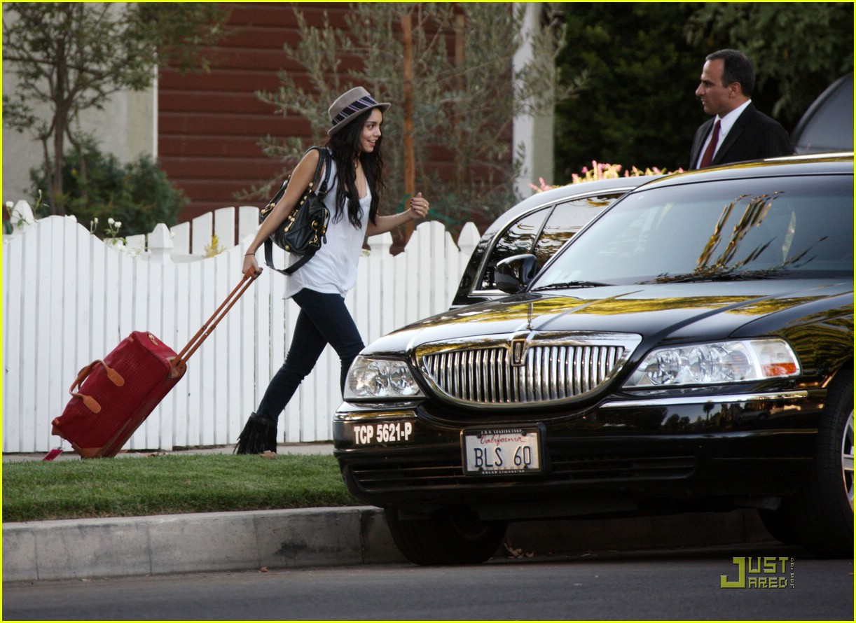vanessa hudgens off to meet zac 101446381