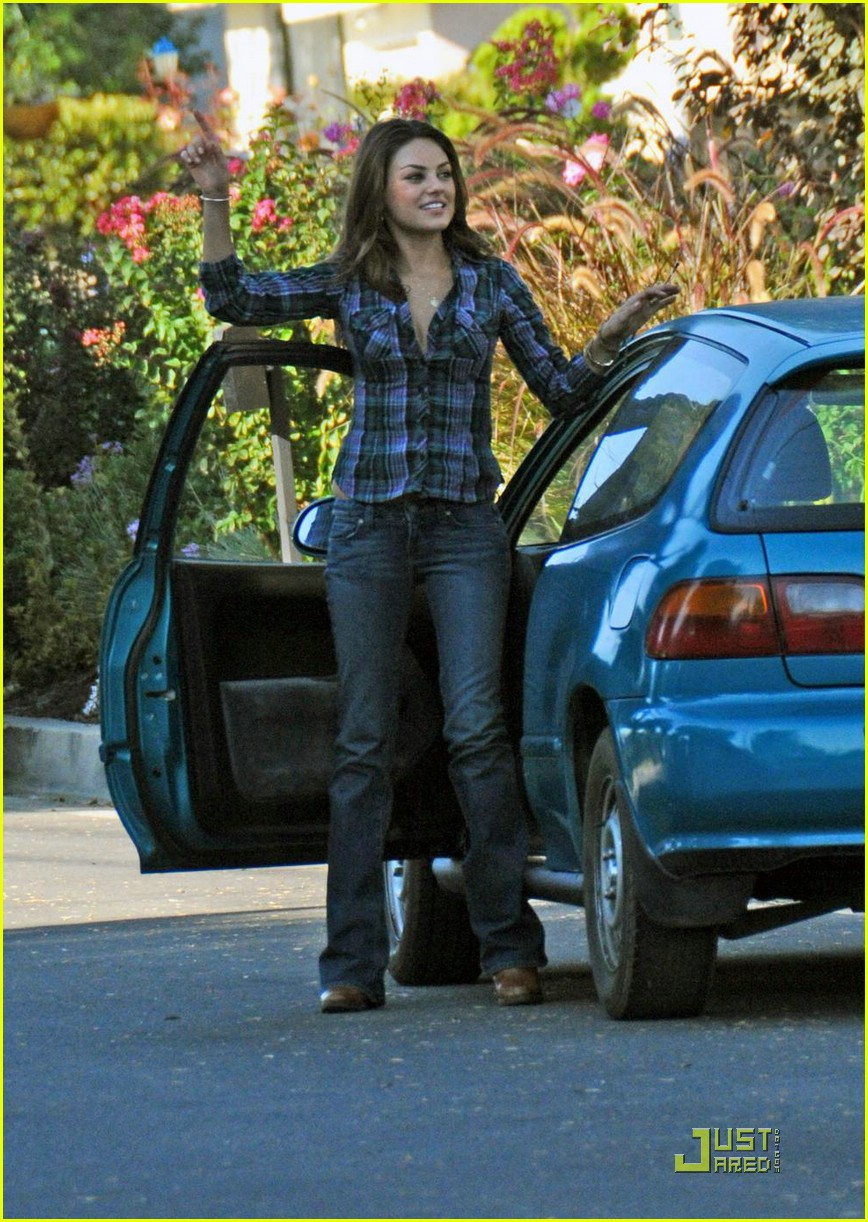 Mila Kunis Gets Extracted: Photo 1427521 | Mila Kunis Pictures | Just ...