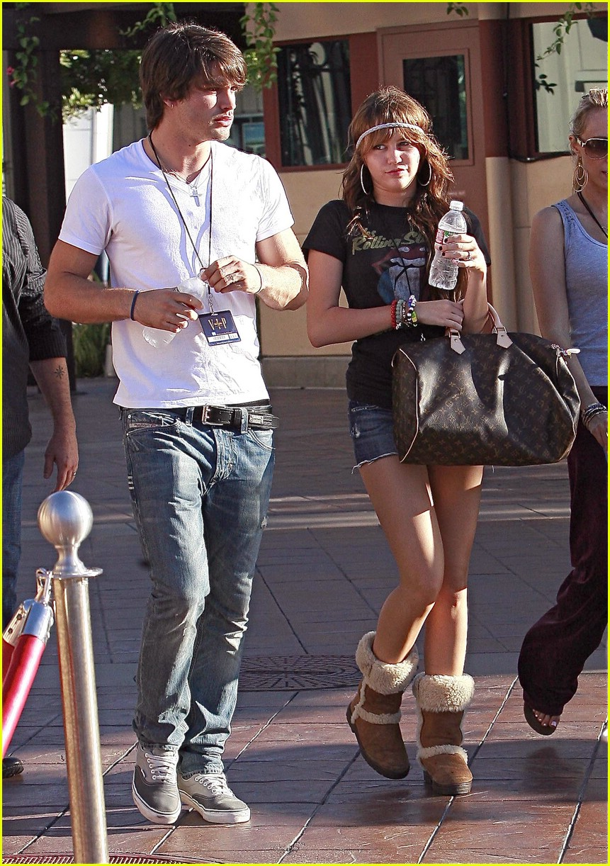 miley cyrus justin gaston universal city 01